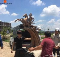 duc_tuong_thanh_giong_1m33.jpg