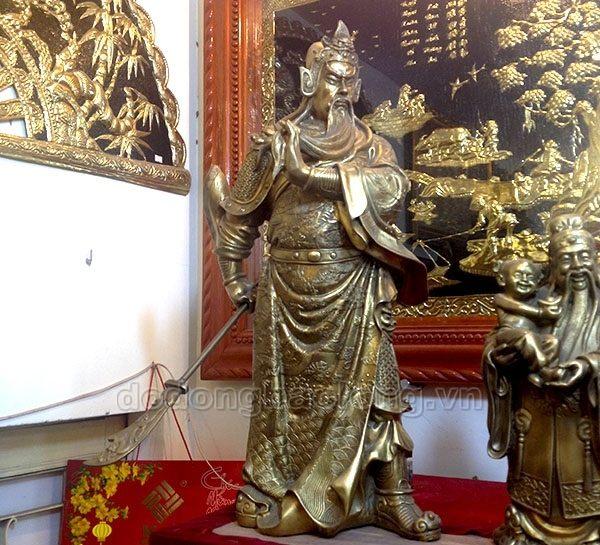 tuong_dong_quan_van_truong_dung_vuot_rau.jpg