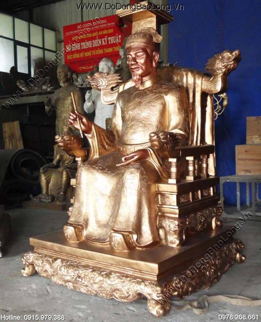 Tượng đồng Vua Lê Thánh Tông đúc thủ công bằng đồng đỏ