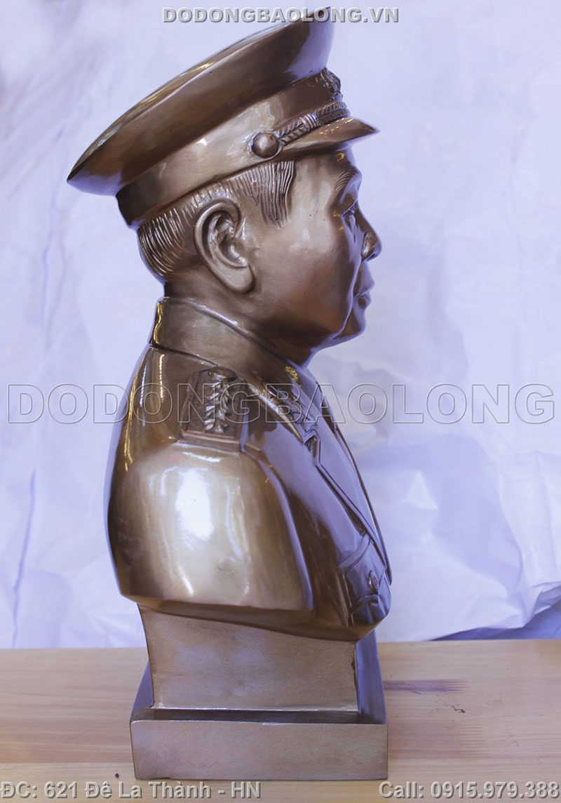 Tượng đồng võ nguyên giáp được đặt ở vị trí trang trọng ở cơ quan làm việc